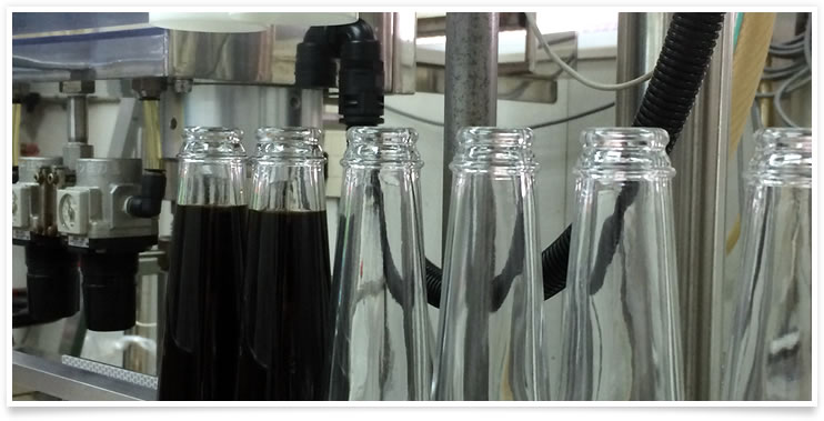 小ロットの液体調味料の生産に特化したあさひパックの工場